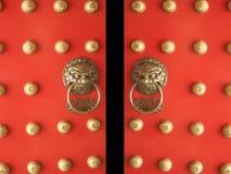 Het Chinese Openen van de Ingang van de Tempel van Deuren Stock Foto's