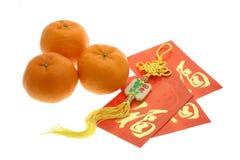 Het Chinese ornament van het Nieuwjaar, sinaasappelen en rode pakketten Royalty-vrije Stock Foto's