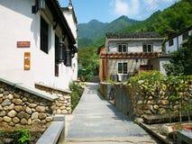 Het Chinese oude gebouw in de stad stock foto's