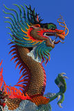 Het Chinese standbeeld van de stijl gouden draak Royalty-vrije Stock Foto