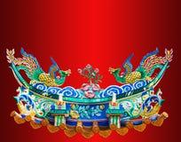 Het Chinese standbeeld van Phoenix op de rode achtergrond Stock Afbeelding