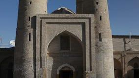 Is het Chor Minder belangrijke Klusje Minar, Chor-minderjarige een historische moskee in de historische stad van Boukhara, Oezbek stock footage