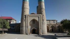 Is het Chor Minder belangrijke Klusje Minar, Chor-minderjarige een historische moskee in de historische stad van Boukhara, Oezbek stock videobeelden