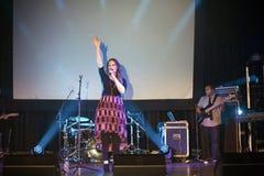 Het christelijke presteren van zangerChristine D Clario Stock Foto