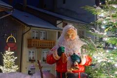 Het cijfer van de Kerstman in de straat van Gruyère Stock Fotografie