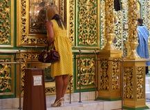 Het cijfer van de vrouw het bidden Royalty-vrije Stock Afbeeldingen