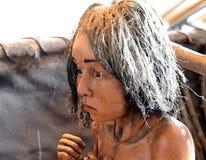 Het cijfer van een Indische stam in het museum Yamana van Tierra del Fuego National Park stock foto's