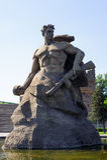 Het cijfer van een militair door de rots - symbool van vechters en verdedigt Stock Fotografie