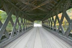 Het Cilleyville-Moeras behandelde brug in Andover, New Hampshire stock foto