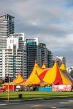 Het circus komt aan stad Royalty-vrije Stock Foto