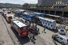 Het Cirkelen van het ras de Bussen van het Team royalty-vrije stock afbeeldingen