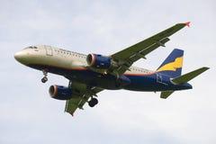Het close-up bewolkte hemel van Donavia van de luchtbusa319-112 (vp-BBU) luchtvaartlijn Royalty-vrije Stock Foto's