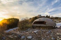 Het close-up van één van de talloze militaire concrete bunkers of de punten in zuidelijk Albanië bouwde tijdens de communistische royalty-vrije stock foto's