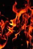 Het close-up van brandvlammen op zwarte achtergrond Royalty-vrije Stock Fotografie