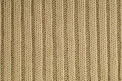 Het close-up van een fragment van breit met een kenmerkend garenweefsel breigoed royalty-vrije stock fotografie