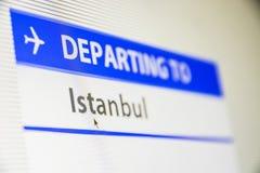 Het close-up van het computerscherm van vlucht aan Istanboel stock foto