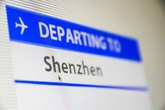 Het close-up van het computerscherm van vlucht aan Shenzen stock afbeeldingen