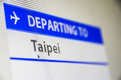Het close-up van het computerscherm van vlucht aan Taipeh stock foto