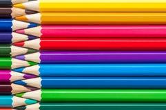 Het close-up van kleurenpotloden, achtergrond, lay-out stock foto