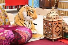 Het close-upbeeld van een stuk speelgoed tijger` s gezicht in speelgoed winkelt, Doubai-VERENIGDE ARABISCHE EMIRATEN OP 21 JUNI 2 Stock Foto