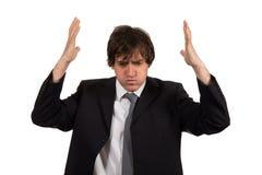 Het close-upportret, beklemtoonde jonge bedrijfsmens, handen op hoofd met slechte hoofdpijn, isoleerde achtergrond stock foto
