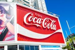 Het Coca-Cola-Aanplakbord in Koningenkruis wordt vaker beschouwd als iconisch oriëntatiepunt dan als reclame royalty-vrije stock foto