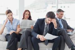 Het commerciële team herzien het werknota's Stock Afbeelding