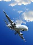 Het commerciële vliegtuigen opstijgen Stock Fotografie