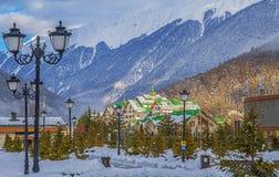 Het complex van plattelandshuisjes` Groot Hotel Polyana ` ` Laura, GAZPROM ` dichtbij Sotchi, Rusland op 31 Januari, 2016 Stock Fotografie