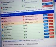 Het computerscherm met Internet-pagina's en Internet-gegevens niet workin Stock Foto