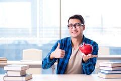 Het concept betaalbare handboeken en kosten van onderwijs royalty-vrije stock foto