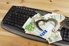 Het concept cybercrime Criminele activiteit door computers en Internet wordt uitgevoerd dat Stock Afbeeldingen
