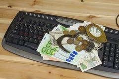 Het concept cybercrime Criminele activiteit door computers en Internet wordt uitgevoerd dat Stock Afbeelding