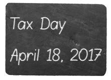 Het concept die van de belastingsdag krijt op leibord gebruiken Royalty-vrije Stock Afbeelding