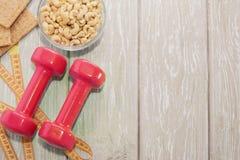 Het concept een gezonde voeding Kleine domoren, gezonde levensstijl Sport De staaf van de Geschiktheid van graangewassen voor die Stock Afbeeldingen