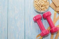 Het concept een gezonde voeding Kleine domoren, gezonde levensstijl Sport De staaf van de Geschiktheid van graangewassen voor die Stock Fotografie