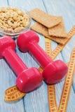 Het concept een gezonde voeding Kleine domoren, gezonde levensstijl Sport De staaf van de Geschiktheid van graangewassen voor die Stock Foto's