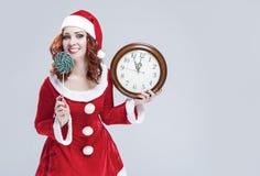 Het Concept en de Ideeën van de Kerstmisvakantie Portret van Vrolijke rood-Hai Stock Foto