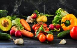 Het concept het gezonde eten, verse groenten en vruchten stock afbeeldingen