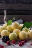 Het concept gezonde het eten appelen Stock Fotografie