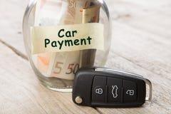 Het concept van autofinanciën - geldglas met de betaling van de woordauto Royalty-vrije Stock Foto's