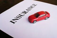 Het concept van de autoverzekering met polis Royalty-vrije Stock Afbeeldingen