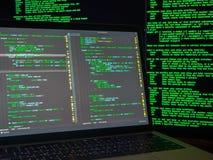 Het concept van de computermisdaad, hakker overtredend systeem stock afbeeldingen