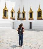 Het Concept van de de Bestemmingscultuur van Thailand van de vrouwenreiziger Royalty-vrije Stock Foto