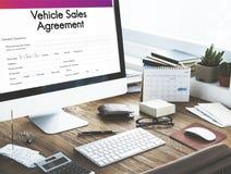 Het Concept van de de Overeenkomstenvorm van de voertuigverkoop Stock Foto