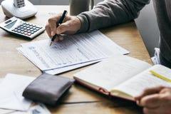 Het Concept van de de Verzekeringsovereenkomst van Inlfe van de bejaardepensionering Stock Foto's