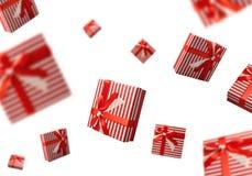 Het concept van de de zomerverkoop met giftdozen die over witte achtergrond vliegen Royalty-vrije Stock Afbeelding