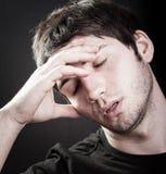 Het concept van de depressie - droevige jonge mens Stock Afbeelding