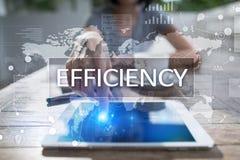 Het concept van de efficiencygroei Zaken en technologie Het schrijven op het virtueel scherm Royalty-vrije Stock Foto