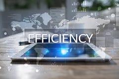 Het concept van de efficiencygroei Zaken en technologie Het schrijven op het virtueel scherm Royalty-vrije Stock Afbeeldingen